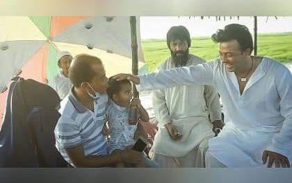 ভক্তের সাথে শাকিব খান